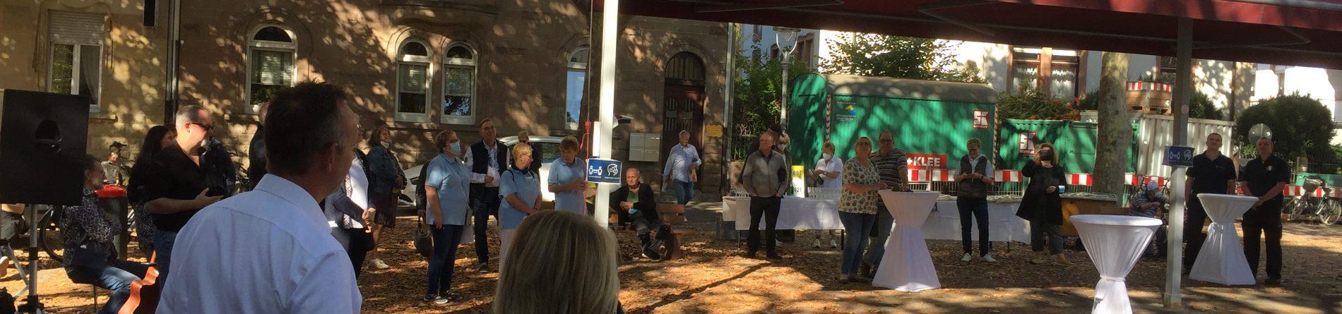 Neue Markise für den Marktplatz Neckarau feierlich eingeweiht